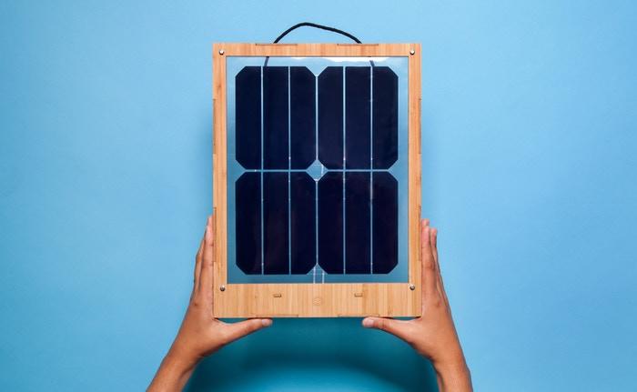 太陽光でエコにスマホ充電ができる