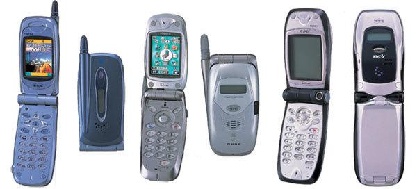 3GのFOMAサービス開始、iアプリ対応の端末が誕生