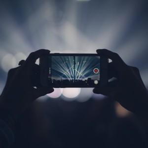 iphone LIVE