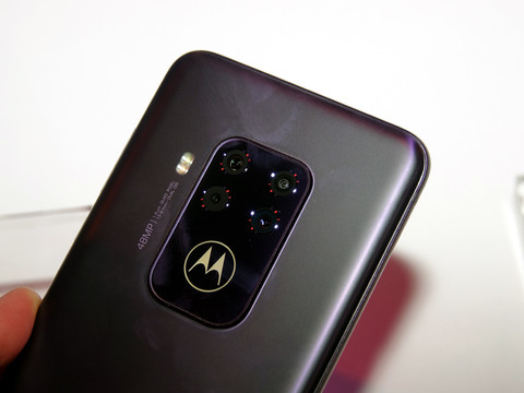 モトローラ「motorola one zoom」